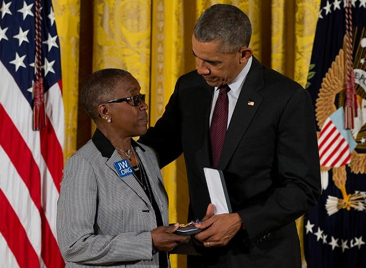 AP_obama-robert-wilson-medal-of-valor-940x540